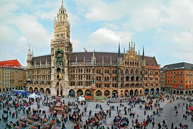 Wander Around Marienplatz