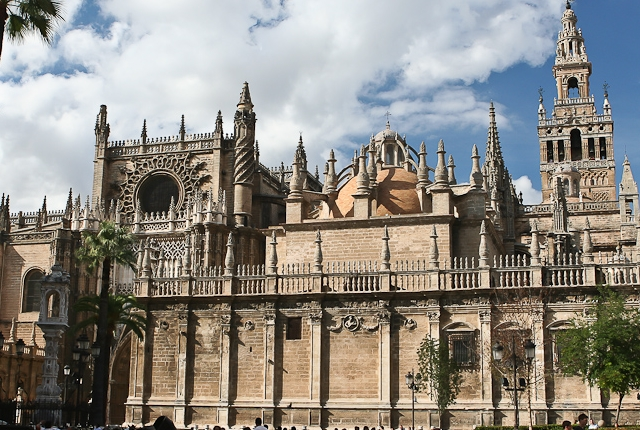 Experience the Extraordinary Beauty of Seville Cathedral