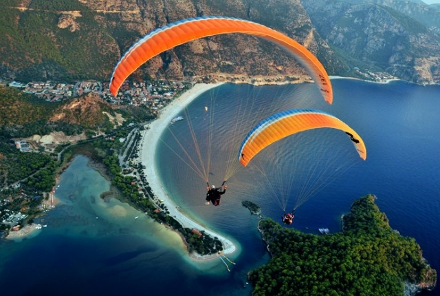 8 Spectacular Paragliding Sites In The World | TraveltourXP com