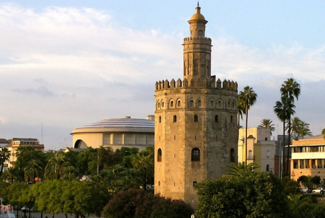 Tour the Torre del Oro