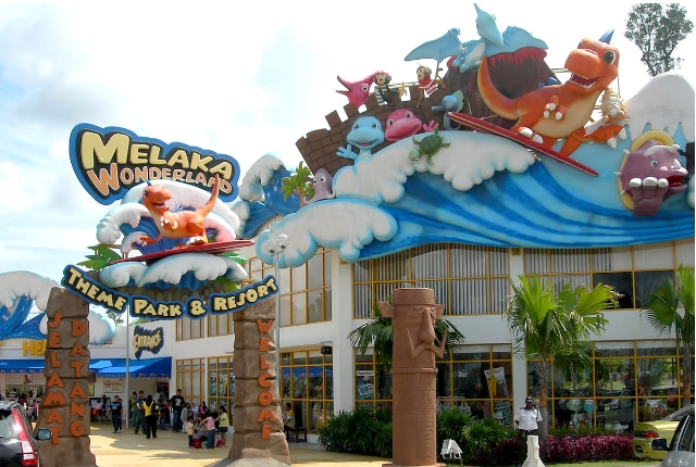 Splash And Fun At Malacca Wonderland Theme Park