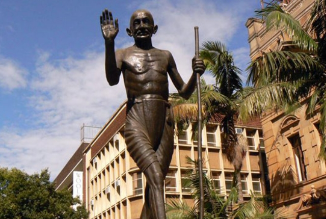 the-statue-of-mahatma-gandhi