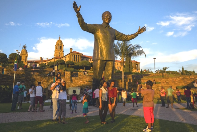 the-statue-of-nelson-mandela