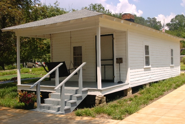 birthplace-of-elvis-presley-tupelo
