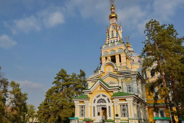 tour-the-exquisite-zenkhov-cathedral