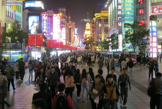 Go On A Shopping Expedition Along The Nanjing Road