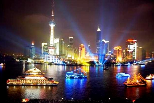Take A Cruise Along The Huangpu River