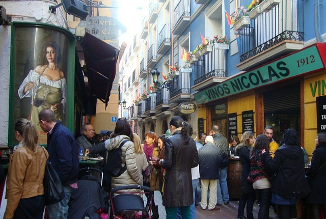 Enjoy Shopping And Food In Zaragoza Street