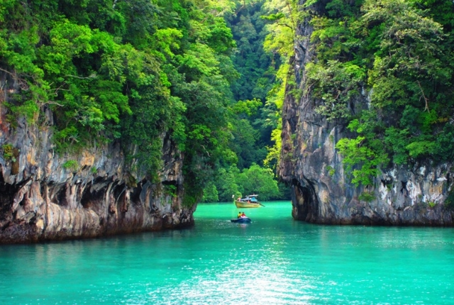 Pay a visit to Phang Nga Bay
